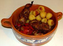 Pieczony królik marynowany w Porto i aromatycznych ziołach