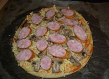 pizza_z_pieczarkami_i_kielbasa