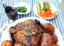 Wy- pieczony kurczak faszerowany kaszą i pieczarkami