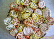 Kolorowe roladki naleśnikowe