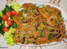 Kotlety schabowe duszone z cebulką i pieczarkami :