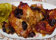 Żeberka w cebuli i suszonych śliwkach z Garnka rzymskiego :
