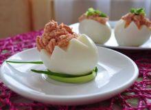 Jajka z pikantnym twarożkiem
