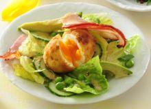 Jajka panierowane warzywami i boczkiem