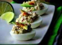 Jajka z awokado i szczyptą chili