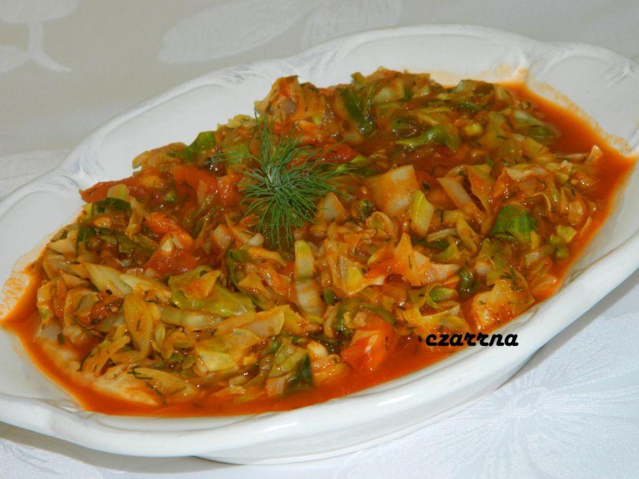 Mloda Kapusta Duszona W Pomidorach