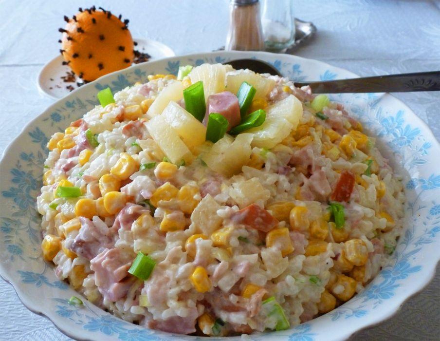Salatka Z Wedzonym Kurczakiem I Ananasem