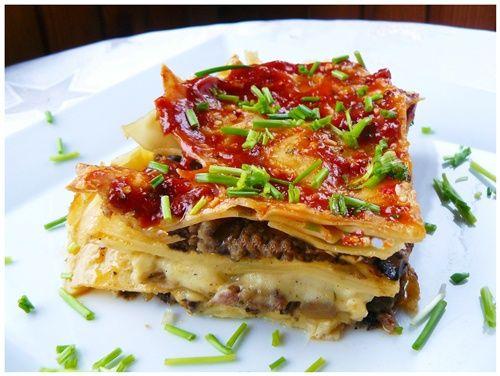 Lasagne z mięsem mielonym i sosem beszamelowym