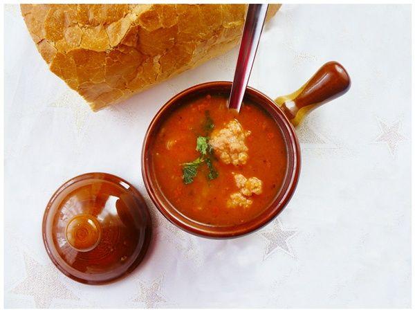 Rozgrzewająca zupa gulaszowa z pulpecikami
