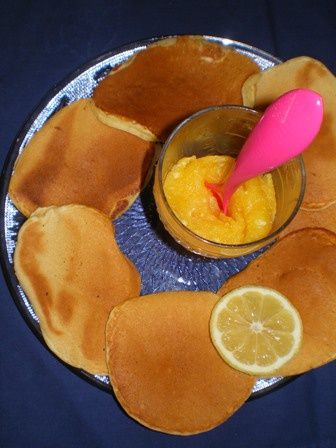 Pancakes with lemon curd
