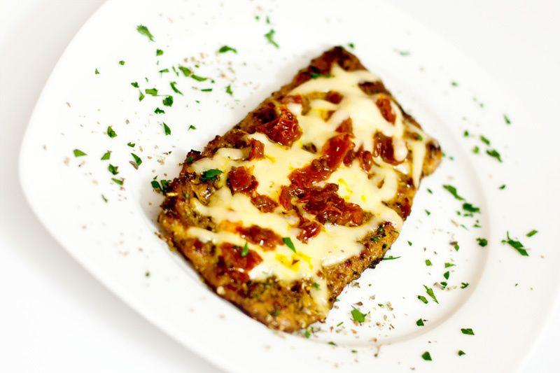 Karkówka z serem i suszonymi pomidorami