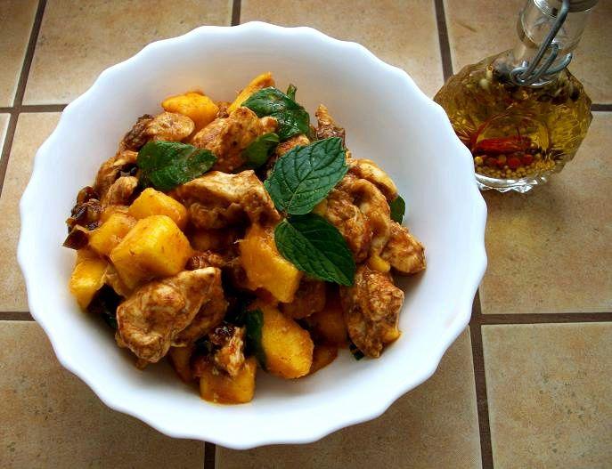 Salatka Slodko Ostra Z Kurczaka I Mango Na Indyjska Nute Przepis