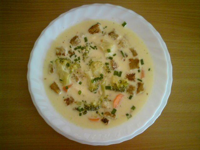 Zupa brokułowa na serkach topionych