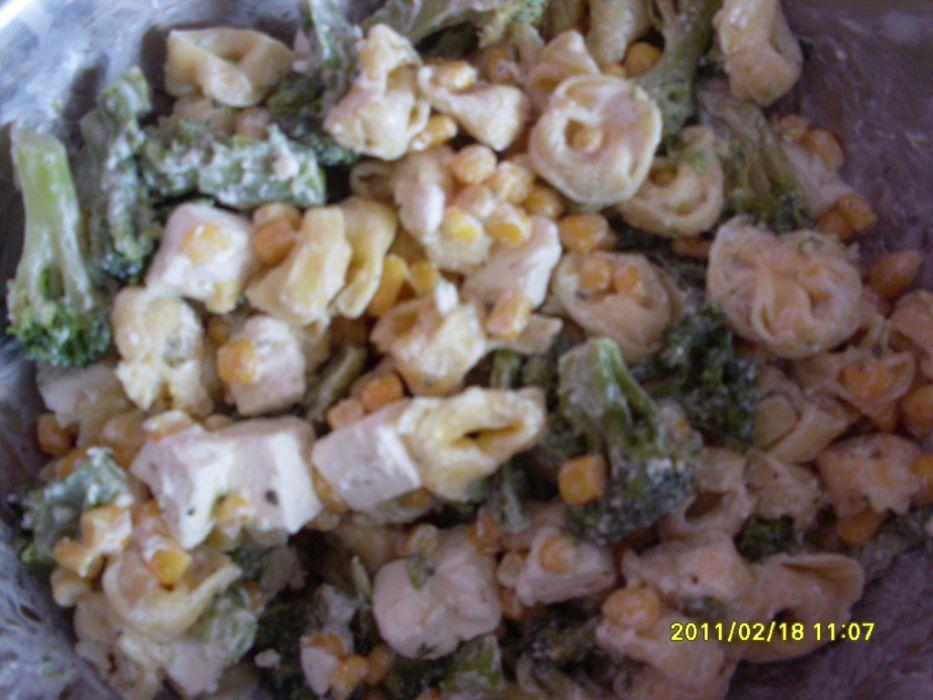 sałatka z brokułami i tortellini