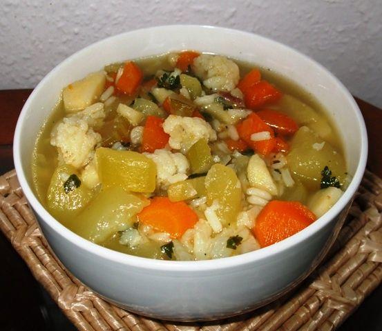 Wielowarzywna Zupa Z Cukinia I Ryzem Przepis Na Wielowarzywna Zupa