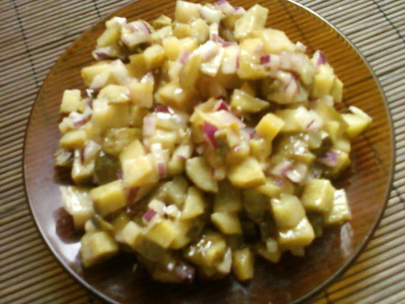 Sałatka z ogórka konserwowego