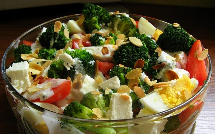 Salatka Brokulowa Przepis Na Salatka Brokulowa Mojegotowanie Pl
