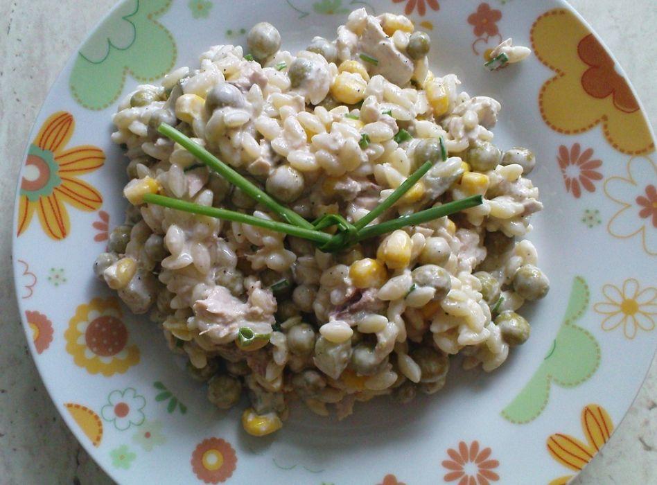 Sałatka z tuńczyka z  makaronem ryżowym