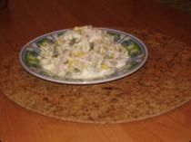 Sałatka z selerem konserwowym.