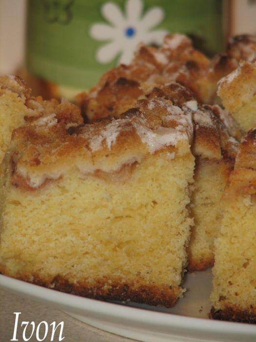 Ciasto drożdżowe z jabłkami i kruszonką.