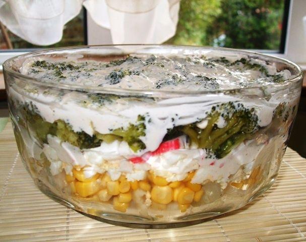 Salatka Warstwowa Z Brokulem Kalafiorem Paluszkami Krabowymi