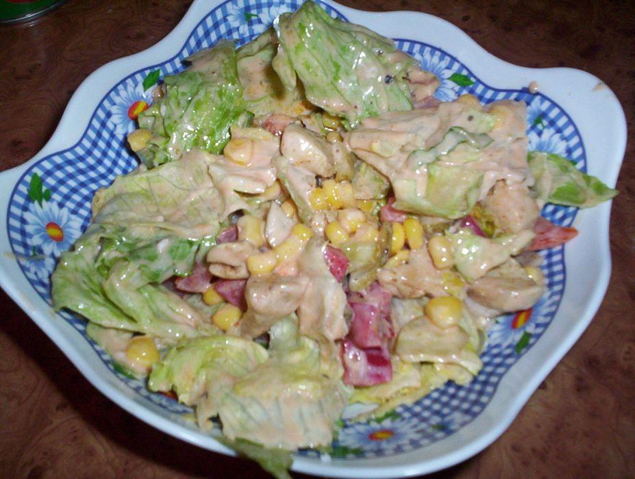 Salatka z kurczakiem i sałatą lodową