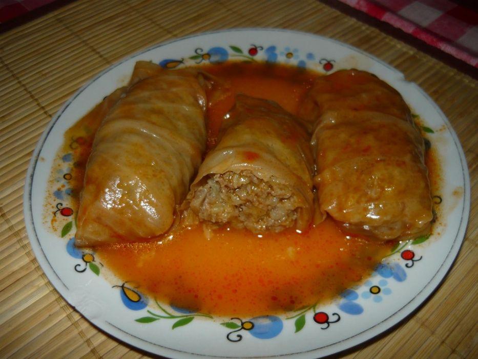 Gołąbki z mięsa i ryżu w sosie pomidorowym