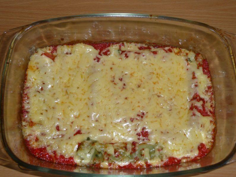 Cannelloni ze szpinakiem i fetą w sosie pomidorowym