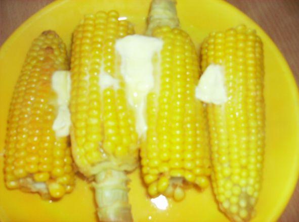 Gotowana kukurydza z nuta masła