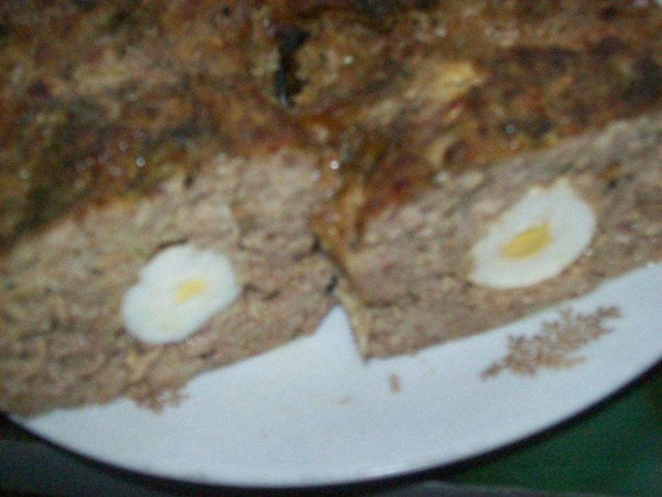Klops  -  pieczeń z jajkiem