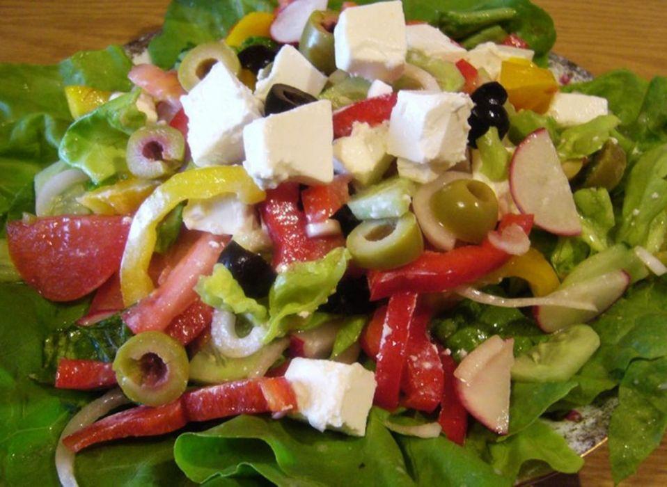 Sałatka z oliwkami i serem feta