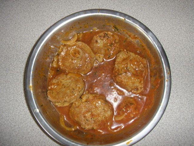 Kotlety rybne w sosie pomidorowym