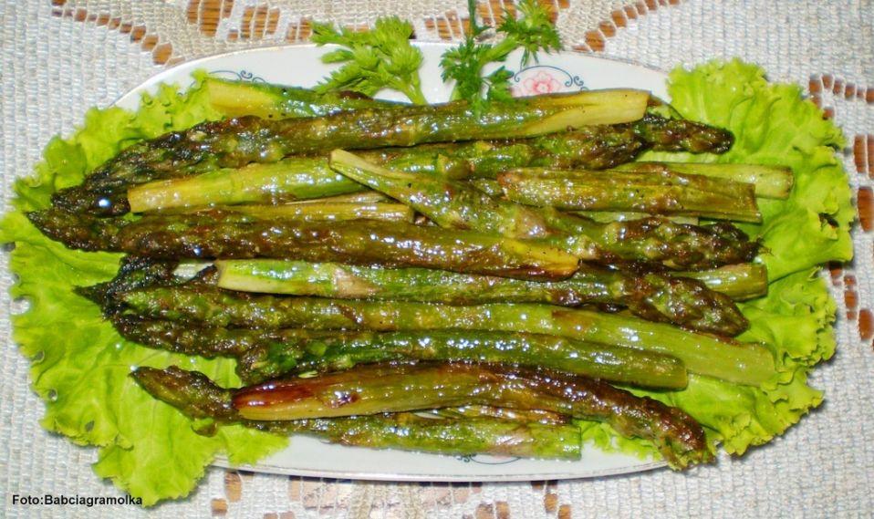Zielone szparagi smażone na maśle :