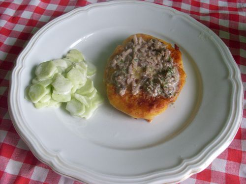 kotlety z ziemniakow z sosem pieczarkowym