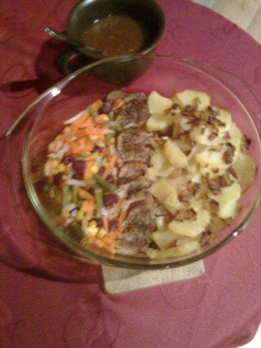 Polędwica wieprzowa zapiekana z warzywami