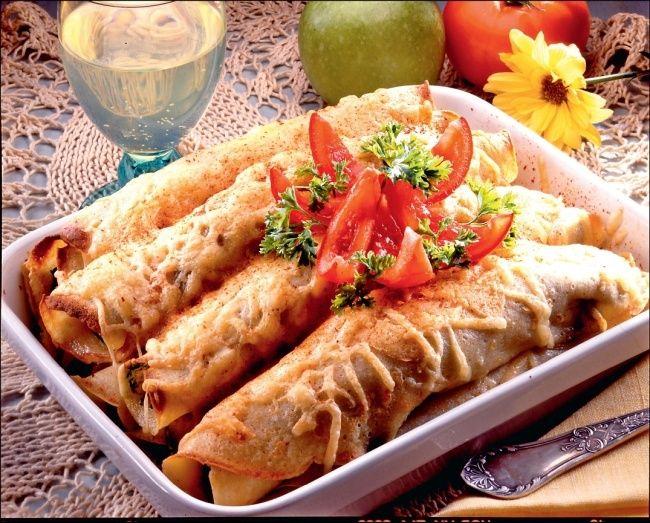 Nalesniki zapiekane z serem, pieczarkami i szynką