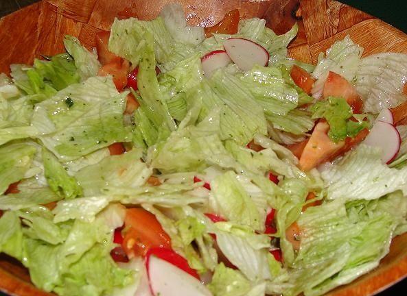 Sałata z pomidorem i rzodkiewką