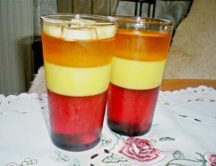 Kolorowy deser z galaretek