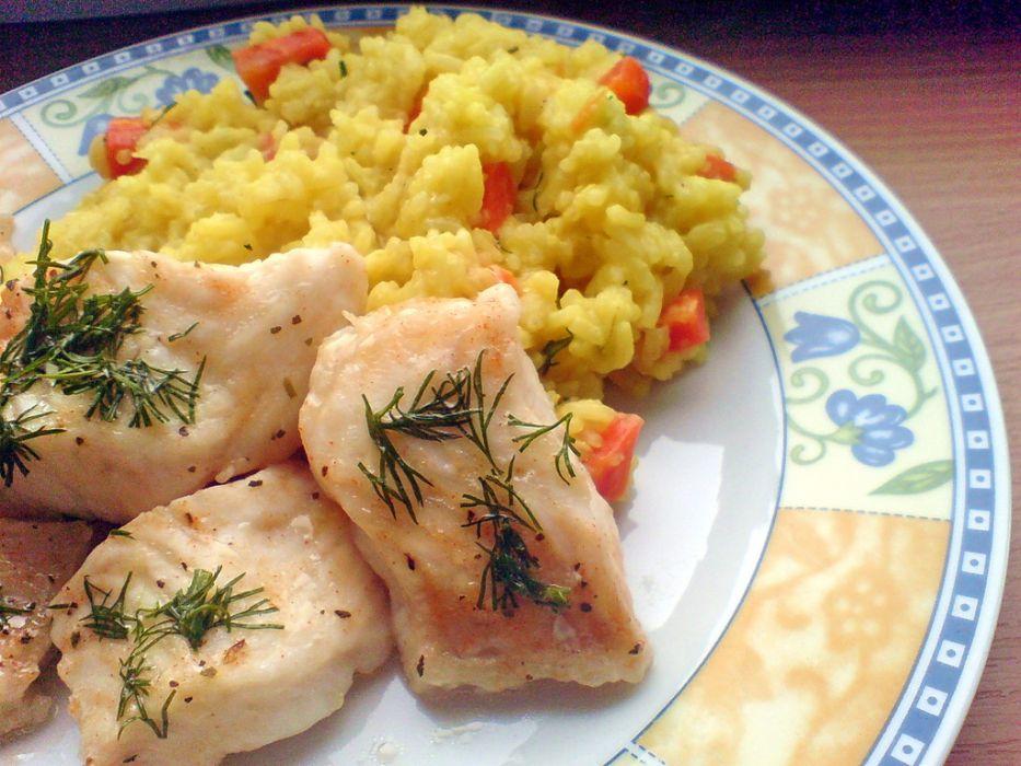 Ryba Gotowana Na Parze Z Ryzem I Marchewka Przepis Na Ryba
