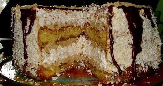 Tort biszkoptowo-bezowy z masą kawową