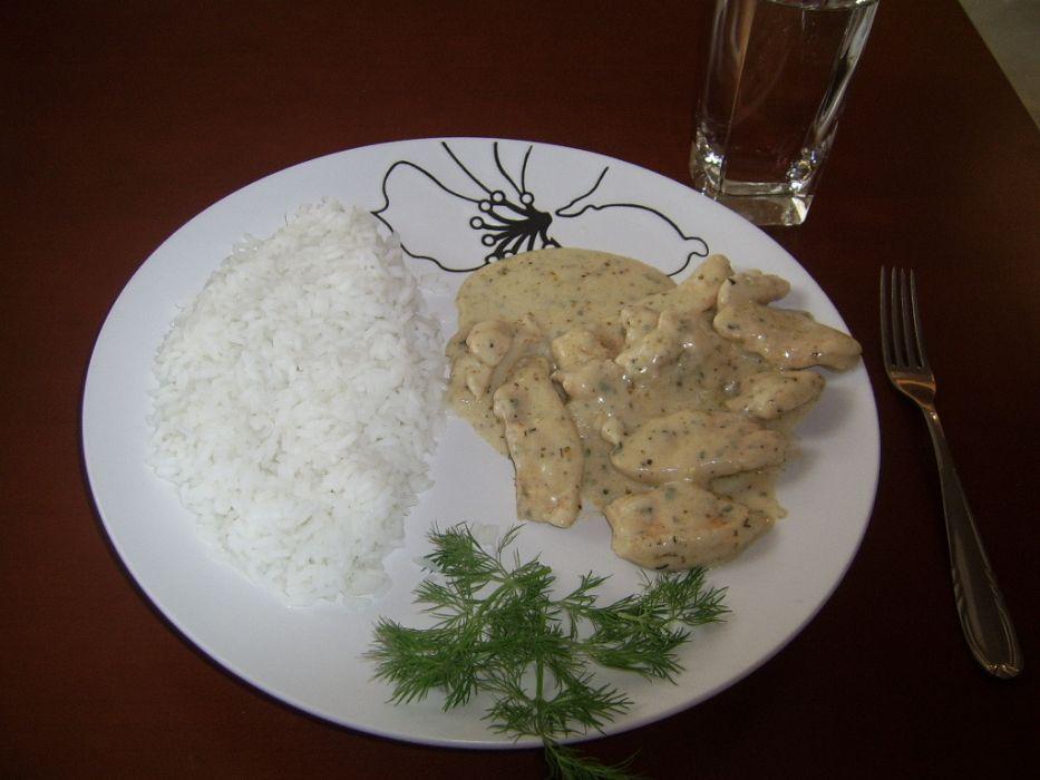 Piersi z kurczaka w sosie śmietankowo - ziołowym