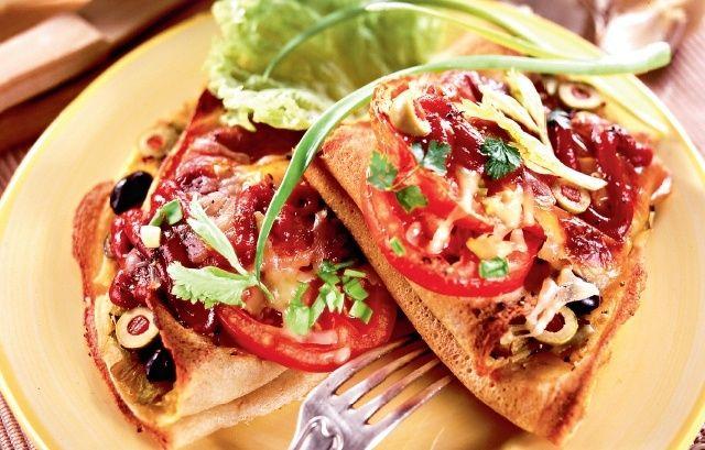 Naleśniki gryczane zapiekane z pomidorami