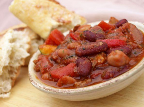 Pikantna zupa z fasolą