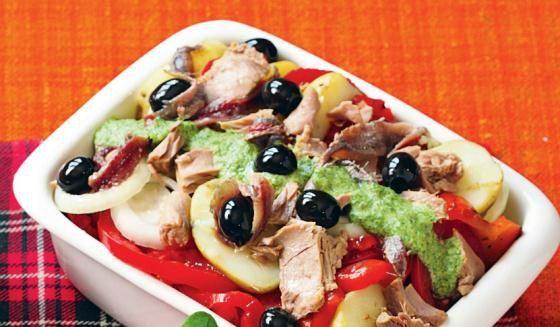 Hiszpańska ziemniaczana sałatka z tuńczykiem