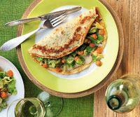 Naleśniki z warzywami i sosem serowym