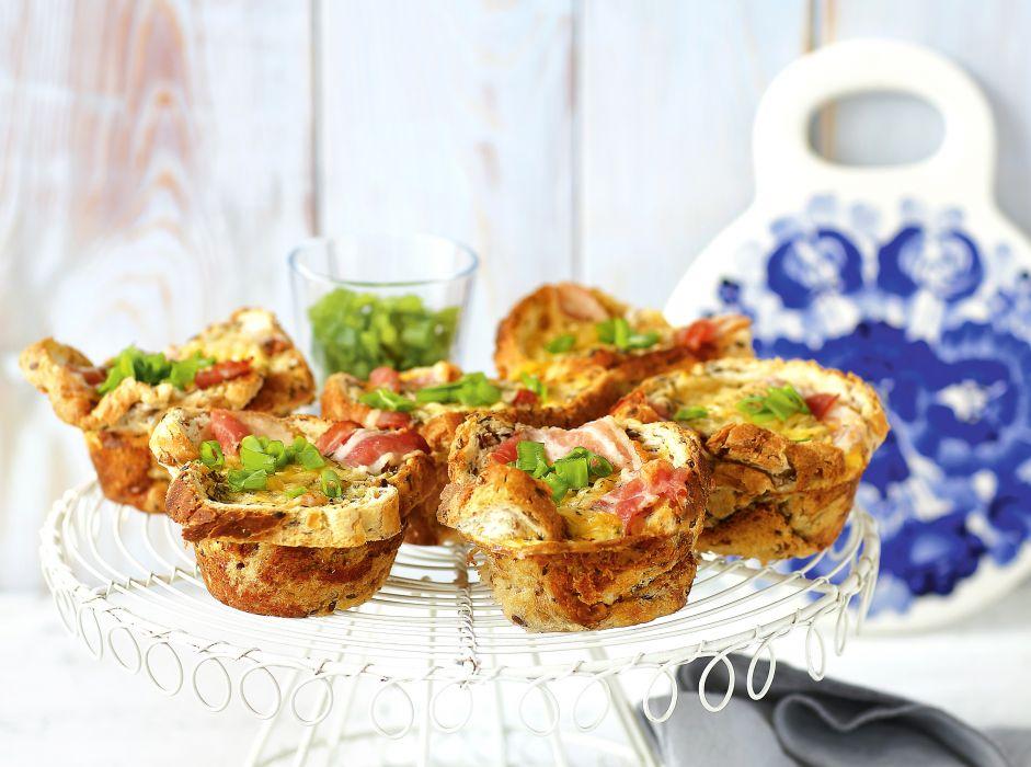 Chlebowe muffiny z boczkiem