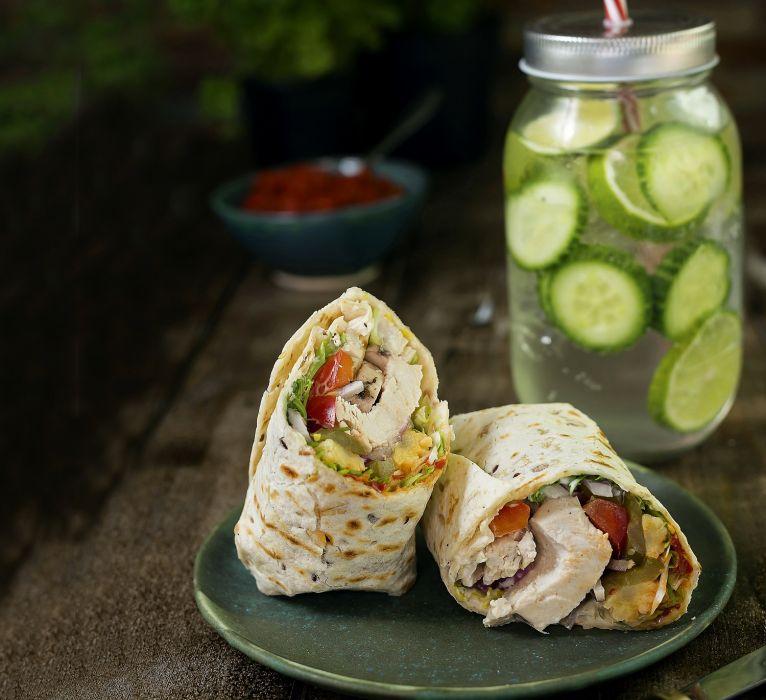 Piknikowe tortille z ogórkową lemoniadą