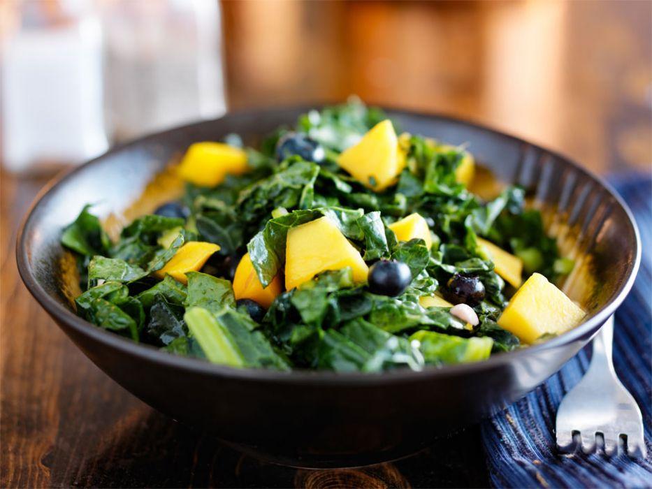 Salatka Z Jarmuzem I Mango Przepis Na Salatka Z Jarmuzem I Mango
