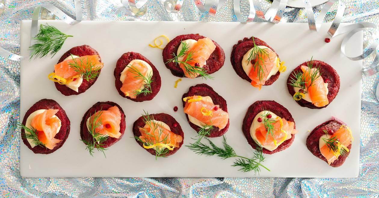 buraczane bliny z wedzonym lososiem - Bliny z wędzonym łososiem